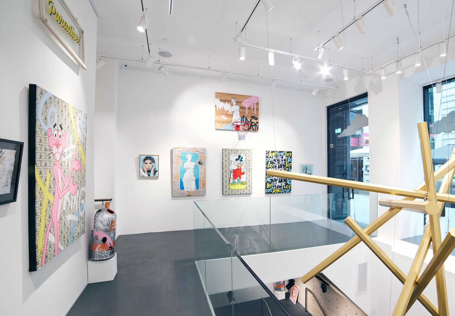 Glod Art - Exhibition and Cooperation with Solebox Art Space in Vienna. A view on the Vaccine Artwork Series.